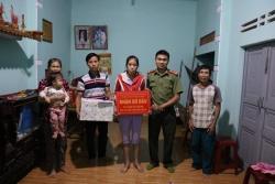 Chi đoàn Xây dựng Lực lượng thuộc Công an tỉnh Quảng Nam phối hợp Đoàn xã Tam Vinh đỡ đầu học sinh nghèo trên địa bàn xã