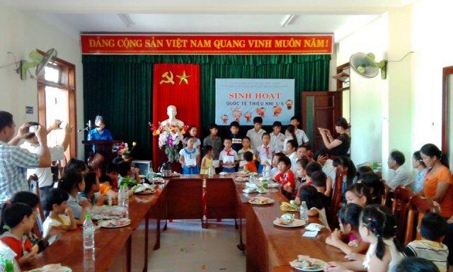 Đoàn thanh niên thị trấn Phú Thịnh phối hợp tổ chức  ngày quốc tế Thiếu nhi 1-6 cho em có hoàn cảnh khó khăn trên địa bàn