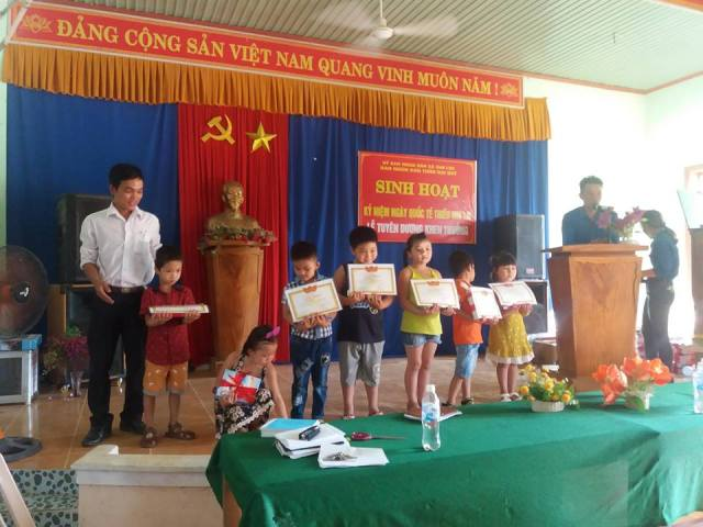 Đoàn xã Tam Lộc phối hợp tổ chức Lễ tuyên dương, khen thưởng năm học 2017-2018 và tổ chức sinh hoạt,vui chơi cho các em thiếu nhi nhân ngày Quốc tế thiếu nhi 1/6