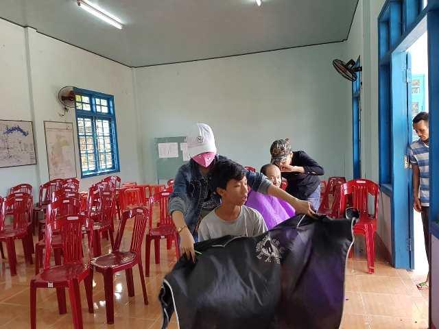 BCH Đoàn xã Tam Lãnh triển khai mô hình hớt tóc miễn phí cho người già, trẻ em và người có hoàn cảnh khó khăn