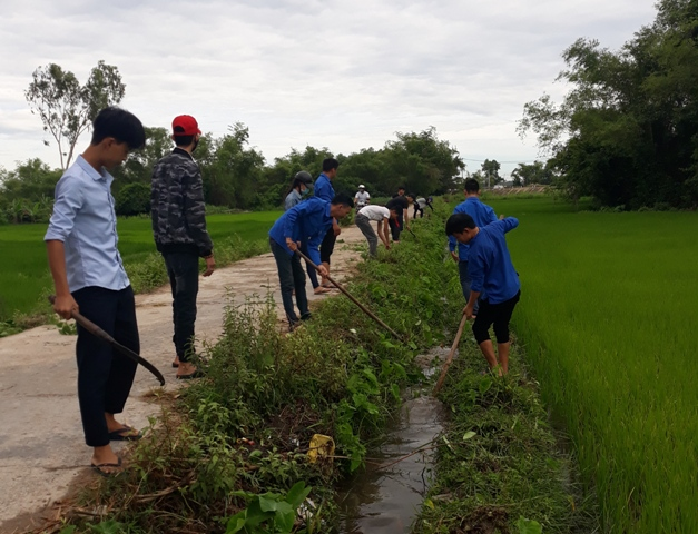 Đoàn thị trấn Phú Thịnh ra quân tổ chức chiến dịch tình nguyện hè năm 2018.