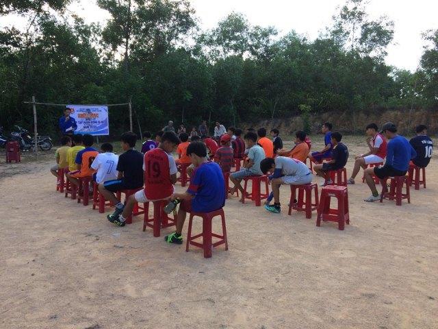 Đoàn xã Tam Vinh tổ chức lễ khai giảng lớp tập huấn bóng đá cho TTN dịp hè năm 2018.