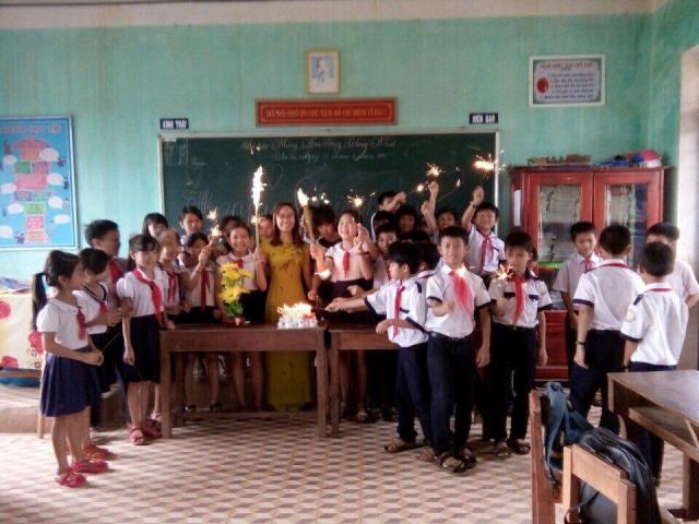 """""""Học tập và làm theo tư tưởng, đạo đức, phong cách  Hồ Chí Minh"""" của đồng chí Võ Thị Bích Trâm, đoàn viên  Chi đoàn trường tiểu học Lê Lợi"""
