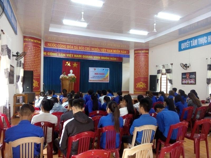 Đ/c Nguyễn Văn Trường - Phó Ban Tuyên giáo Huyện ủy báo cáo nội dung tình hình biển đảo và triển khai các chuyên đề Chỉ trị 05