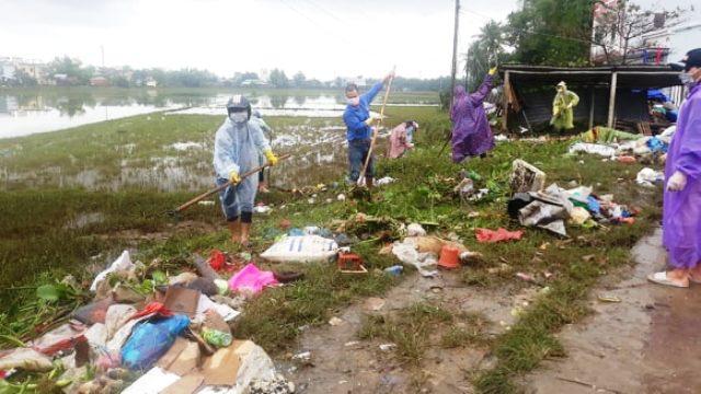 Đoàn viên thanh niên huyện Phú Ninh ra quân tình nguyện giúp đỡ nhân dân khắc phục hậu quả sau lũ