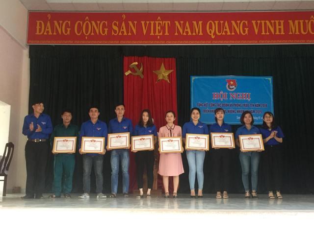 Đoàn xã Tam Đàn tổ chức ra quân dọn vệ sinh Nghĩa trang Liệt sĩ và Tổng kết công tác Đoàn năm 2018