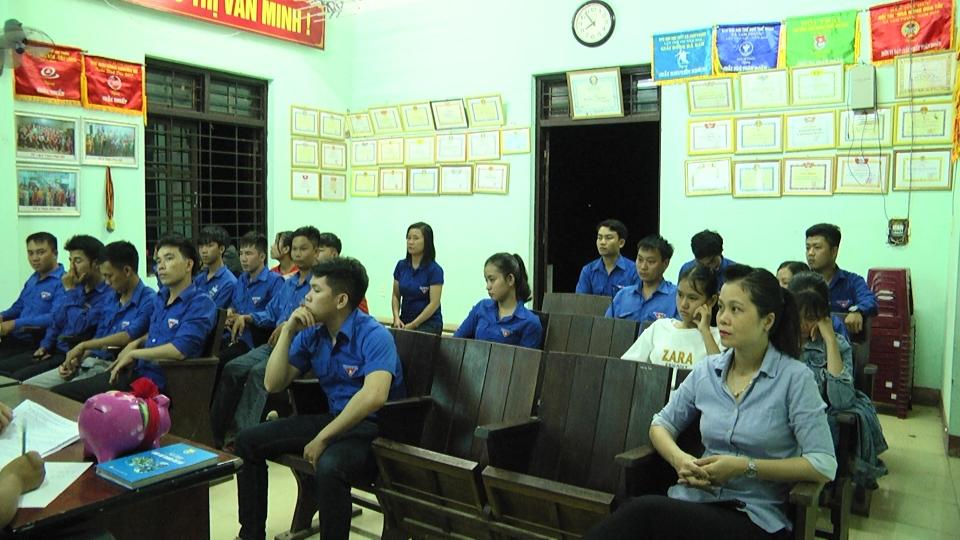 Bí thư Tỉnh đoàn Phạm Thị Thanh dự sinh hoạt chi đoàn tại huyện Phú Ninh