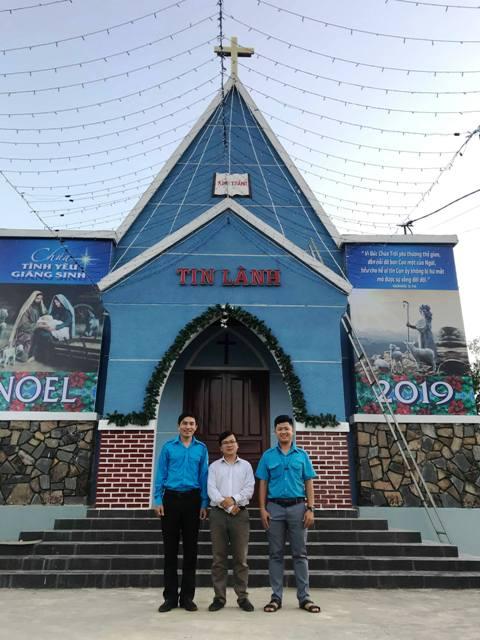 Lãnh đạo Hội LHTN Việt Nam huyện Phú Ninh thăm Chi hội Tin Lành Cẩm Long nhân dịp Lễ Giáng Sinh năm 2019